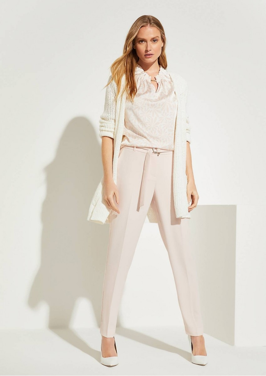 Женская блузка с высоким воротом