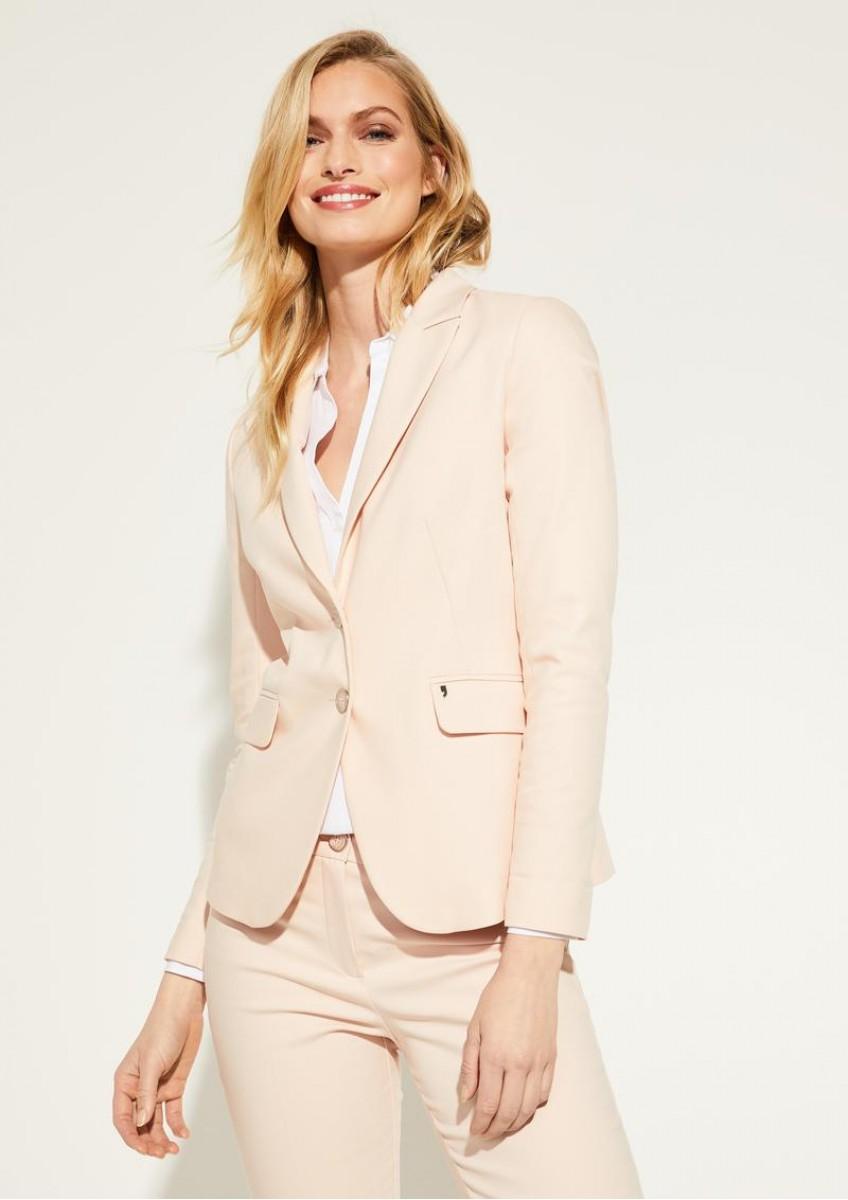 Женский пиджак кремового цвета