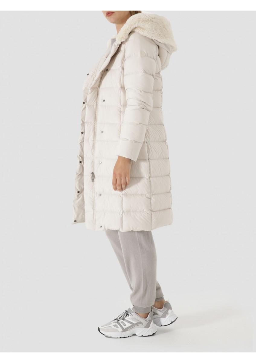 Женское пальто с капюшоном из сверхмягкого меха