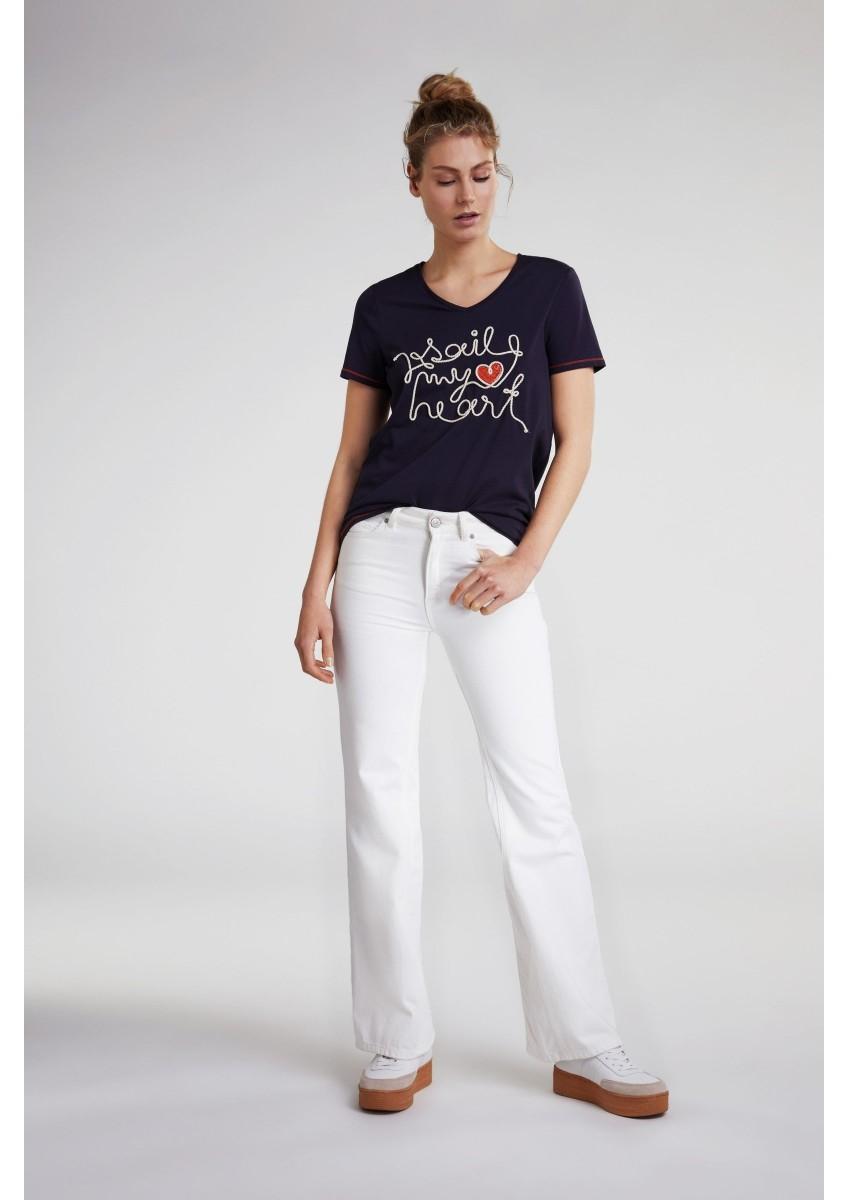 Женская футболка с вышивкой и декором