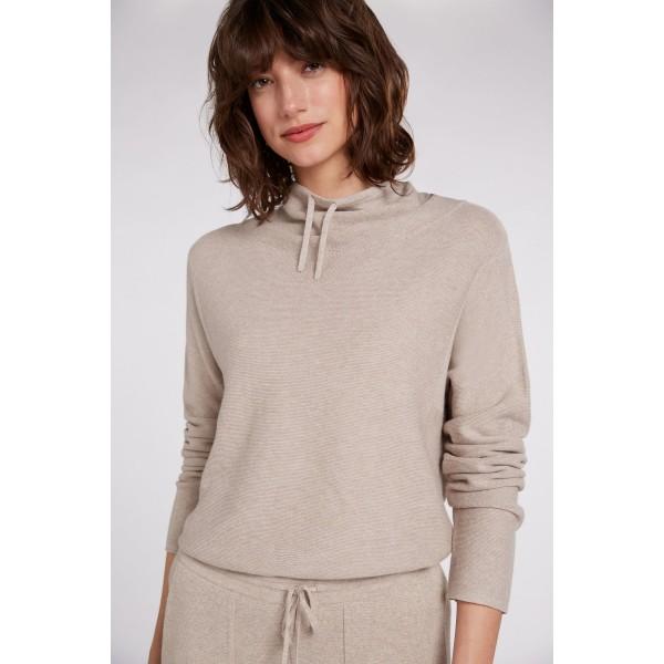 Вязаный пуловер с воротником-стойкой