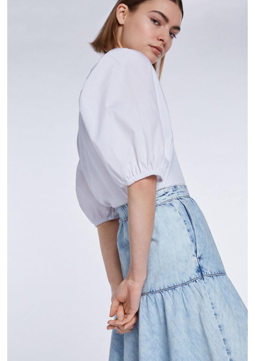 Женская блузка с объемными рукавами