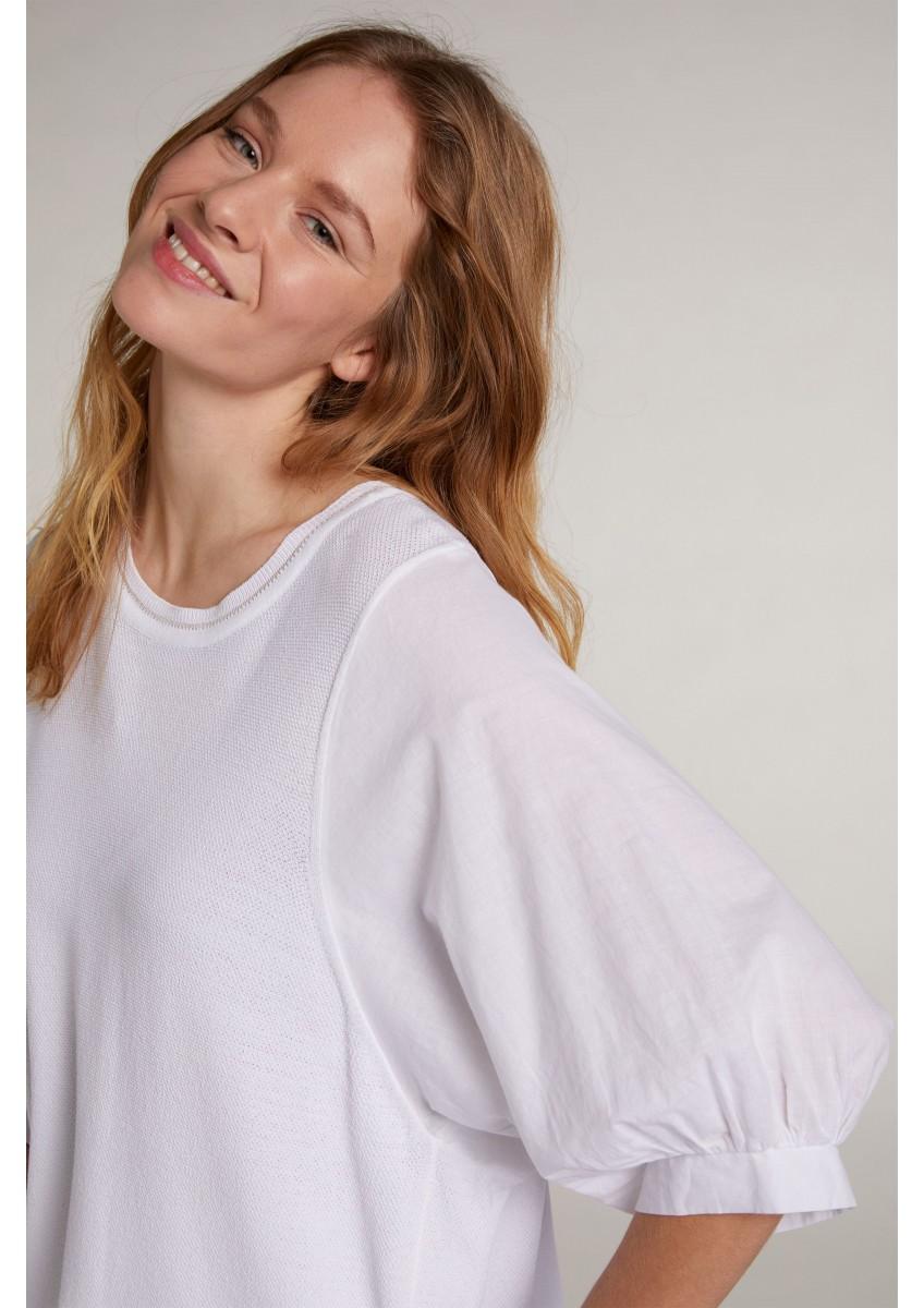 Женский пуловер с объемными рукавами